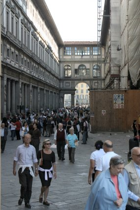 Tourists at the Galleria degli Uffizi